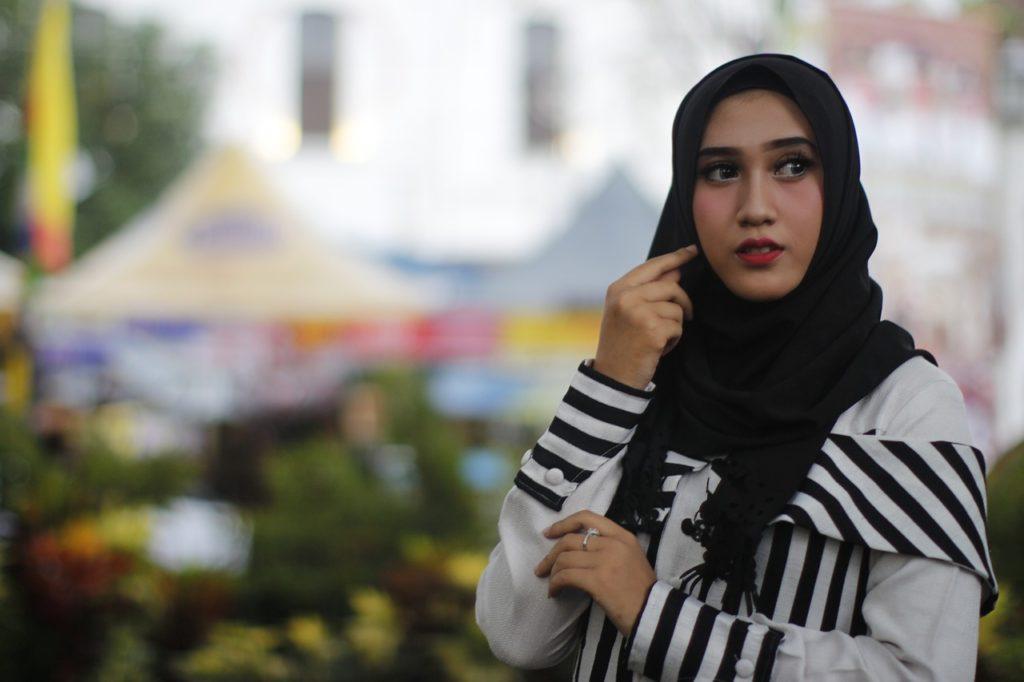 cara memakai hijab segi panjang