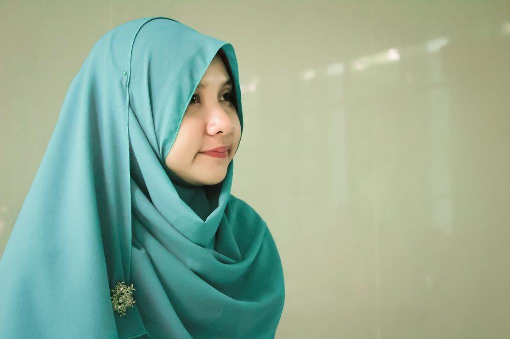 cara memakai hijab yang benar