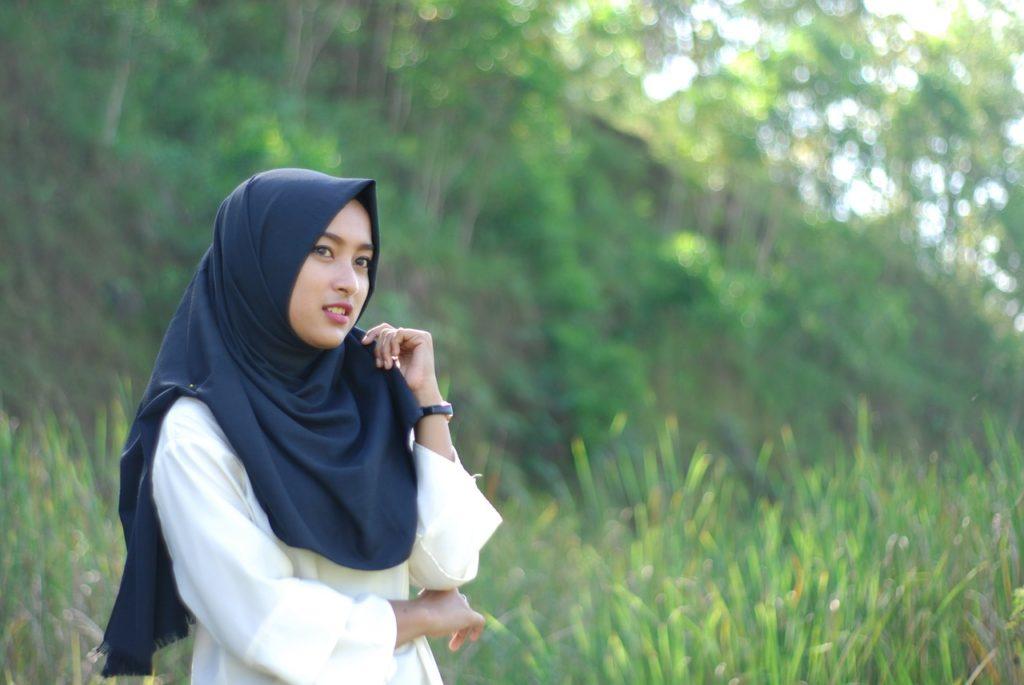 cara pakai hijab segi empat untuk pesta