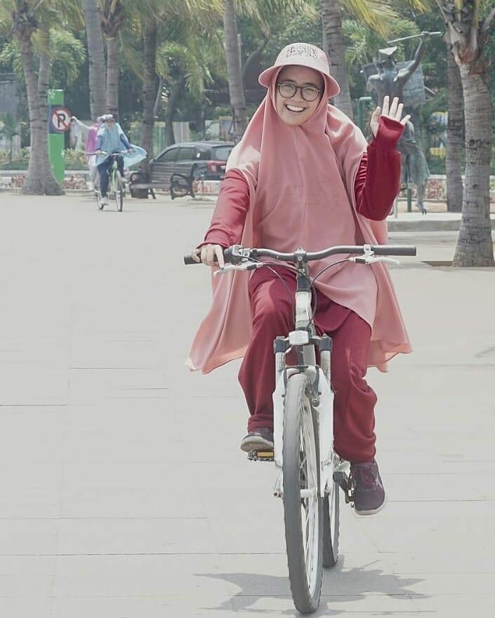 hijab bahan babyterry marun