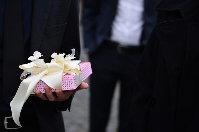 Kado Pernikahan Unik dan Bermanfaat Untuk Sahabat Pria