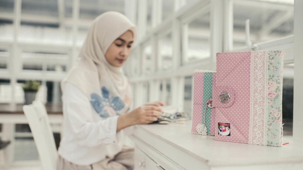 Wallpaper Al Quran Warna Pink
