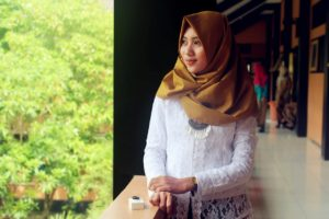 Inilah Cara Memakai Hijab Segi Empat Untuk Mempercantik Penampilan Kamu 1
