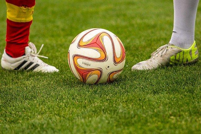 Ide Kado Ulang Tahun Untuk Suami Penggemar Bola