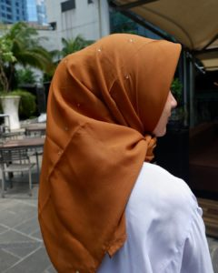 jilbab warna mocca cocok dengan warna apa