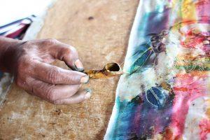 alat untuk mewarnai kain batik dinamakan