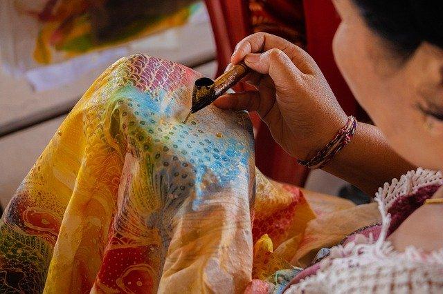 kain batik merupakan hasil karya