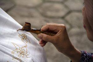 kain batik songket dan tenun merupakan contoh seni